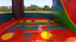 Wacky 5 in 1 - Built in twister game and bounce area